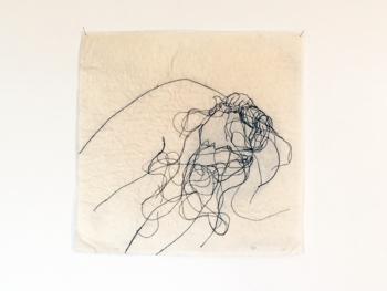 Sammenbøjning. Stout, tråd, plast, 35x35 cm, 2019. Johanne Helga Heiberg